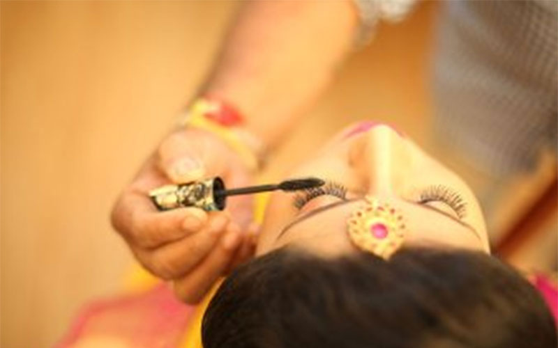 wedding makeup artist in taramani